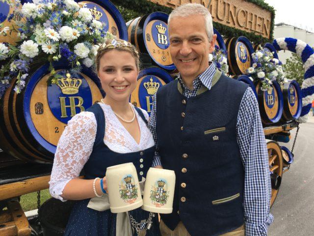 Hofbräu-Dult, München - Bayerische Bierkönigin Sabine-Anna Ullrich und Dr. Michael Möller, Staatliches Hofbräuhaus in München