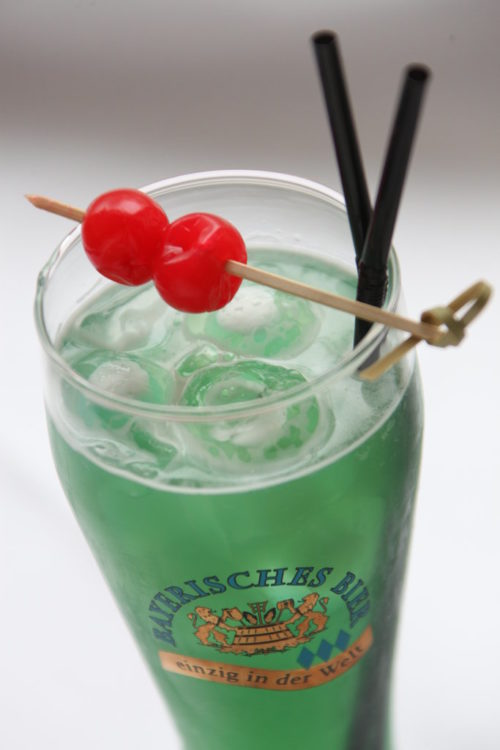 "Biercocktail ""Blue Zoom"""