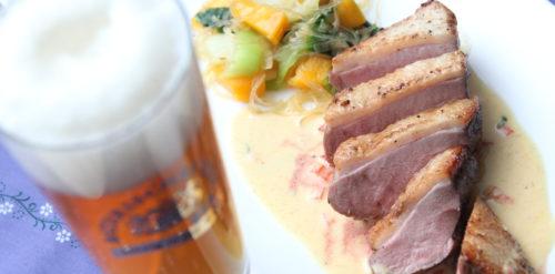 Bavarian Pale Ale & Bavarian Pale Ale & Entenbrust in Currysauce mit Pack Choi und Glasnudeln