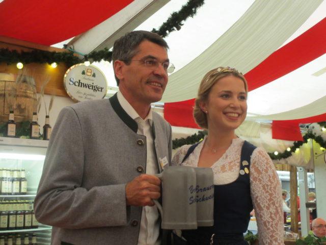 Brauereifest Privatbrauerei Schweiger GmbH & Co KG, Markt Schwaben, Erich Schweiger und die Bayerische Bierkönigin Sabine-Anna Ullrich