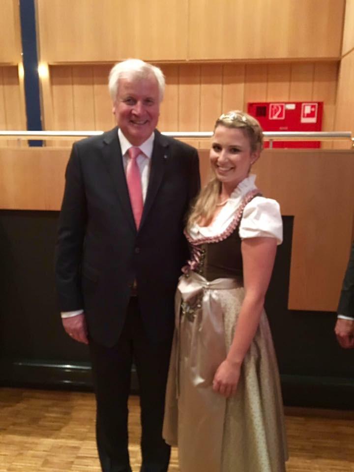 Tag der Franken - Der Bayerische Ministerpräsident Horst Seehofer und die Bayerische Bierkönigin Sabine-Anna Ullrich