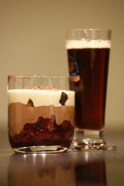 Lebkuchen_Kirsch_Dessert_mit_Bierschaum