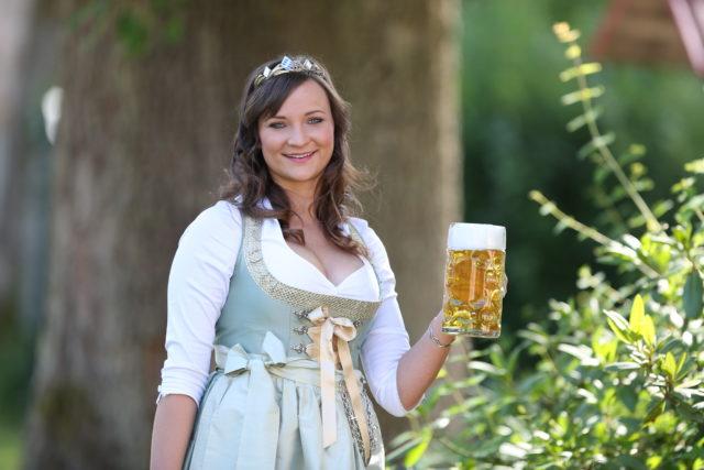 BayerBierKoenigin2014-2015_Tina-ChristinRueger_02