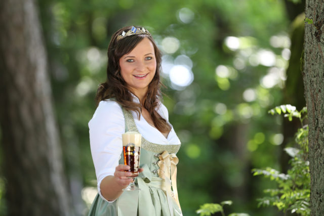 BayerBierKoenigin2014-2015_Tina-ChristinRueger_Dunkles-02