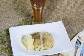 Zanderfilet mit Riesling-Biersauce auf Sauerkraut und einem Weißbierbock