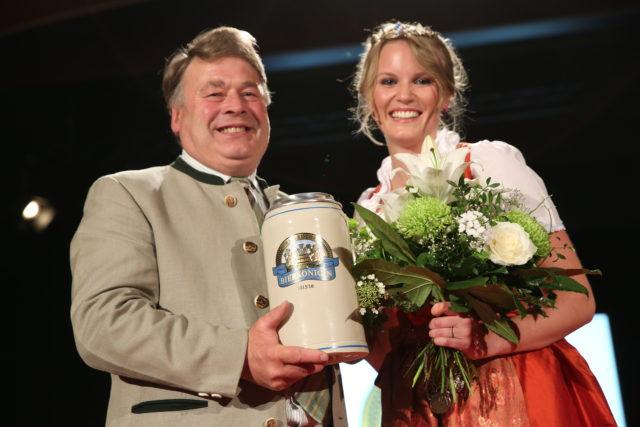 Staatsminister Helmut Brunner _Bayerische Bierkoenigin 2015-2016 Marlene Speck