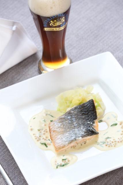 Saiblingsfilet mariniert in Bier mit Senfkörnerbiersauce und Spitzkraut_dunkles Weißbier-5