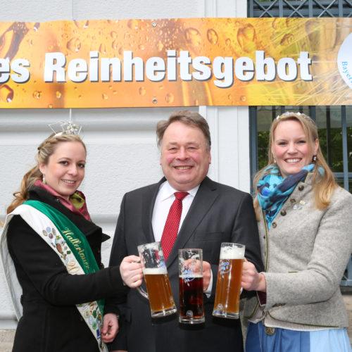 Hopfenkönigin 2015 Anna Rossmeier, Staatsminister Helmut Brunner,  Bayerische  Bierkönigin 2015 Marlene Speck