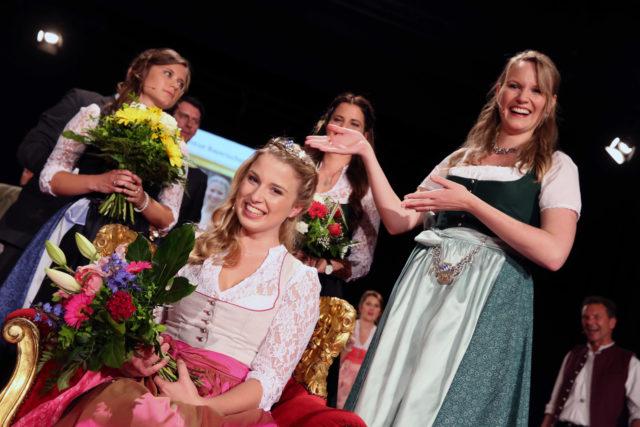 Bayerische Bierkönigin 2016-2017 Sabine-Anna Ullrich und Ihre Vorgängerin Marlene Speck