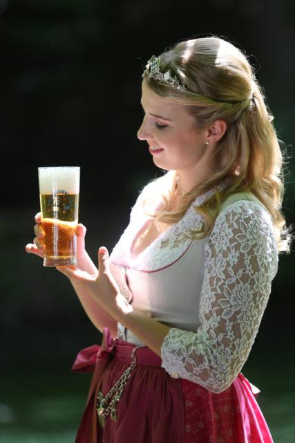 Bayerische Bierkoenigin 2016-2017 Sabine-Anna-Ullrich_Helles-1
