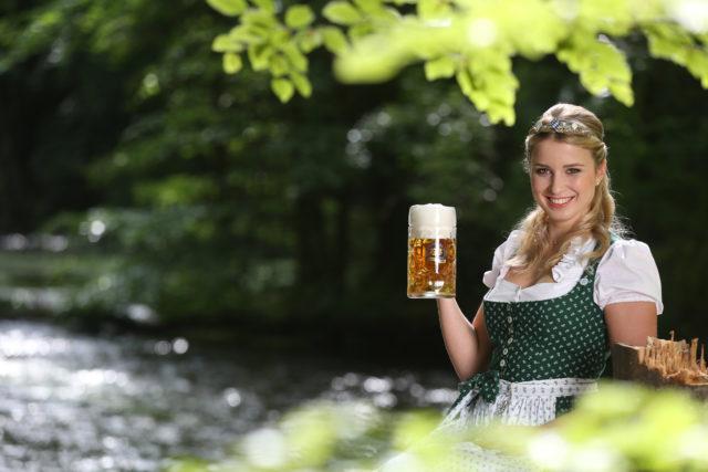 Bayerische Bierkoenigin 2016-2017 Sabine-Anna-Ullrich_Maß-1