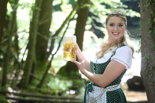 Bayerische Bierkoenigin 2016-2017 Sabine-Anna-Ullrich_Maß-10