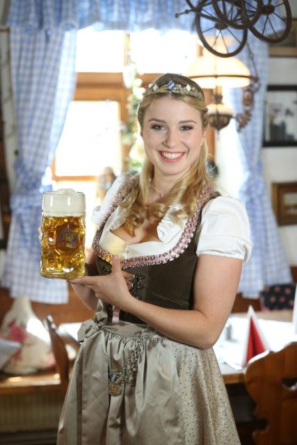 Bayerische Bierkoenigin 2016-2017 Sabine-Anna-Ullrich_Maß-4