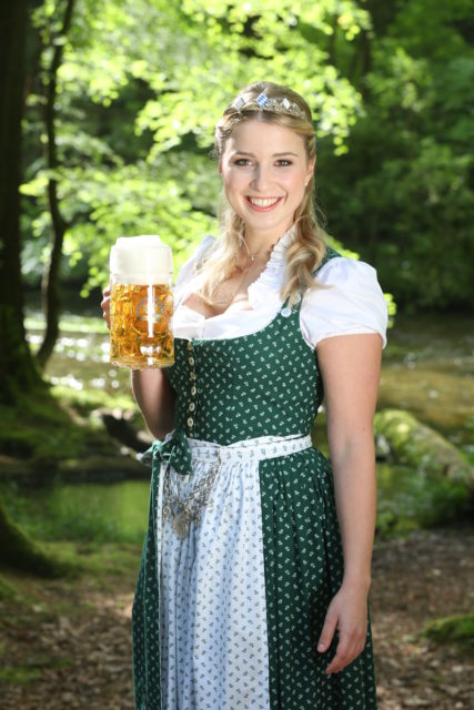 Bayerische Bierkoenigin 2016-2017 Sabine-Anna-Ullrich_Maß-5