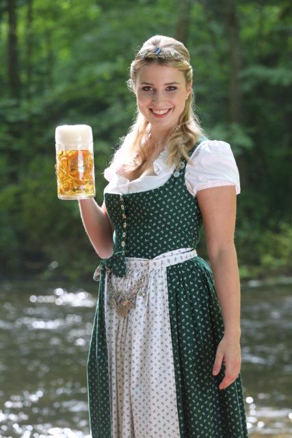 Bayerische Bierkoenigin 2016-2017 Sabine-Anna-Ullrich_Maß-6