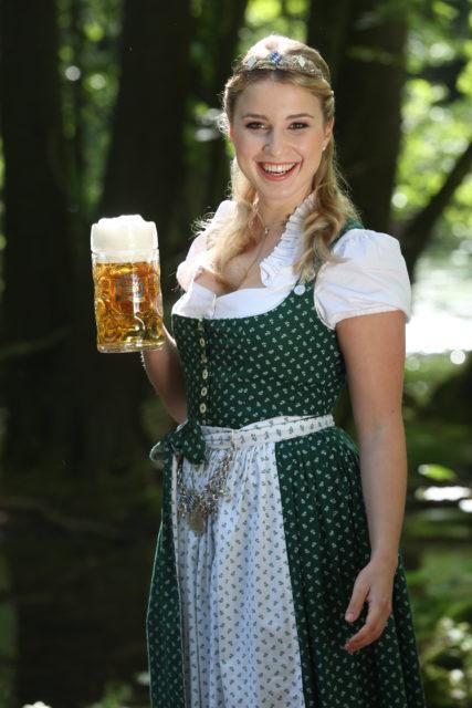 Bayerische Bierkoenigin 2016-2017 Sabine-Anna-Ullrich_Maß-7