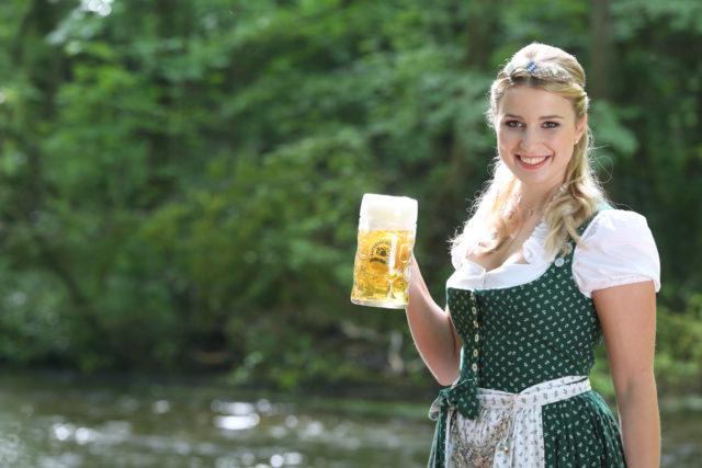 Bayerische Bierkoenigin 2016-2017 Sabine-Anna-Ullrich_Maß-8