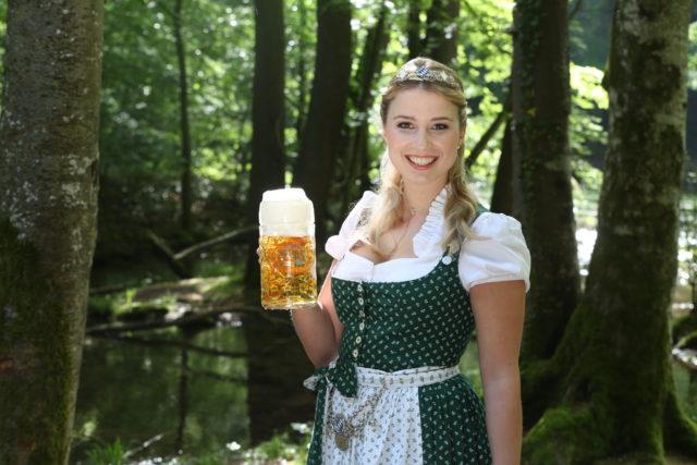 Bayerische Bierkoenigin 2016-2017 Sabine-Anna-Ullrich_Maß-9