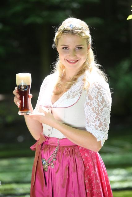 Bayerische Bierkoenigin 2016-2017 Sabine-Anna-Ullrich_dunkles Weißbier-1