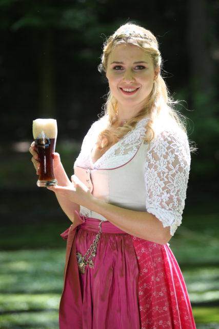 Bayerische Bierkoenigin 2016-2017 Sabine-Anna-Ullrich_dunkles Weißbier-2