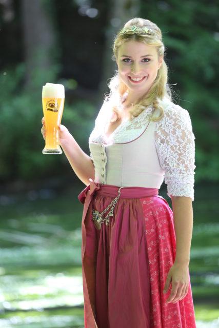 Bayerische Bierkoenigin 2016-2017 Sabine-Anna-Ullrich_helles Weißbier-1