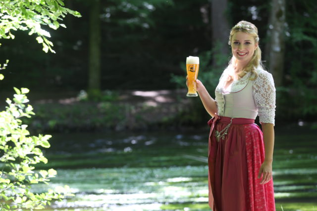 Bayerische Bierkoenigin 2016-2017 Sabine-Anna-Ullrich_helles Weißbier-2