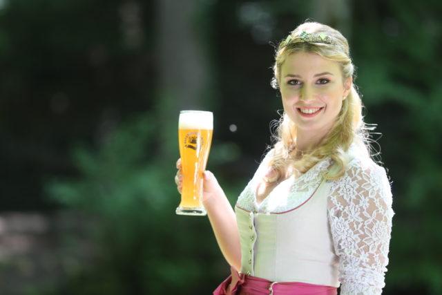 Bayerische Bierkoenigin 2016-2017 Sabine-Anna-Ullrich_helles Weißbier-3