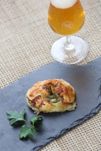 Mini-Croissant mit Roquefort und Birne und Imperial Pale Ale-1