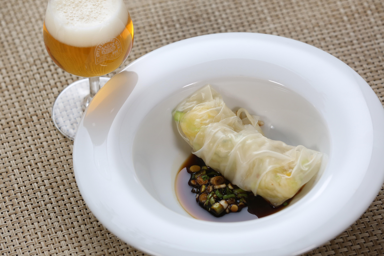 Reispapierröllchen mit Sojasauce und Pale Ale