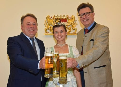 Antrittsbesuch Bayer Bierkoenigin 2017-2018 bei Min Brunner_Foto Baumgart-StMELF
