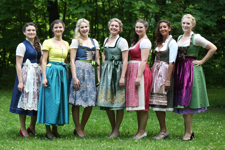 Die sieben Finalistinnen: Johanna Merkenschlager, Lena Hochstraßer, Lena Urban, Lisa Papperger, Melanie Fraas, Latifah Wilson, Jessica Dillinger