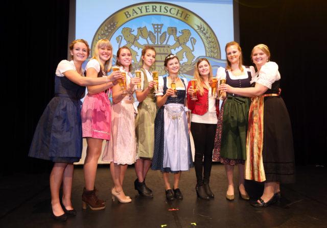vlnr_Johanna Seiler-Sarah Mueller-Sandra Pichlmair-Magdalena Simmel-Bayerische Bierkoenigin 2017-2018 Lena Hochstraßer-Sabrina Mair-Barbara Berger-Jana Neubert