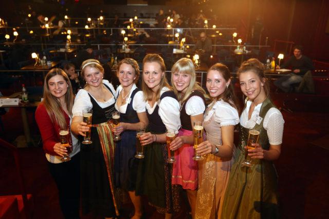 vlnr_Sabrina Mair-Jana Neubert-Johanna Seiler-Barbara Berger-Sarah Mueller-Sandra Pichlmair-Magdalena Simmel