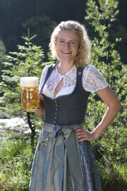 BayerBierkoenigin2018-19_Johanna Seiler_Maß-1