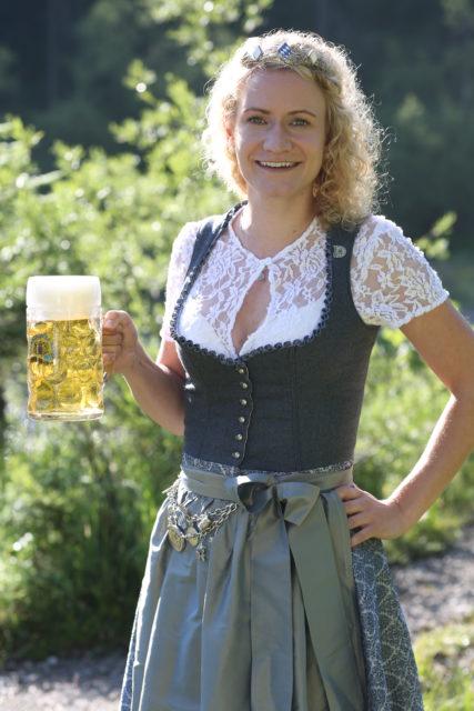 BayerBierkoenigin2018-19_Johanna Seiler_Maß-2