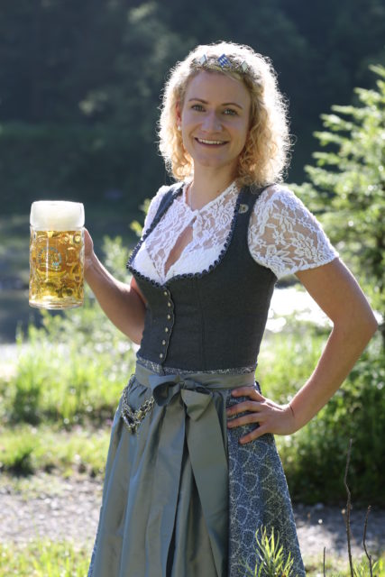 BayerBierkoenigin2018-19_Johanna Seiler_Maß-26