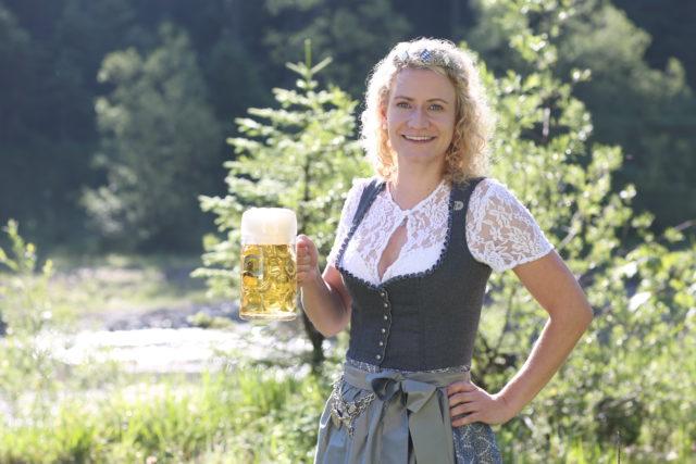 BayerBierkoenigin2018-19_Johanna Seiler_Maß-3