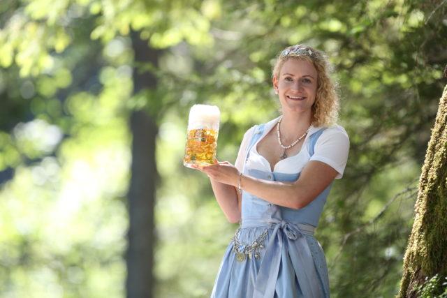 BayerBierkoenigin2018-19_Johanna Seiler_Maß-30