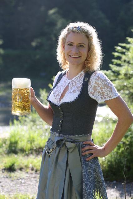 BayerBierkoenigin2018-19_Johanna Seiler_Maß-4