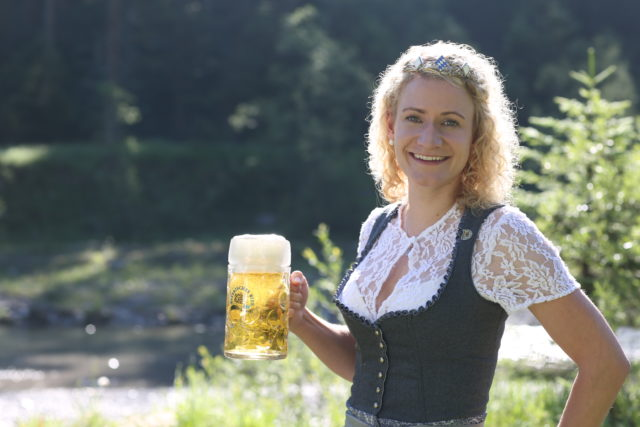 BayerBierkoenigin2018-19_Johanna Seiler_Maß-5