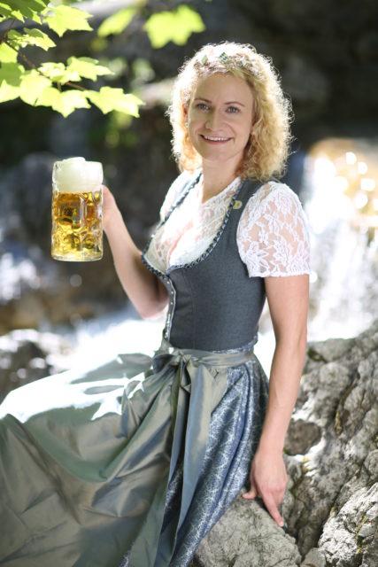 BayerBierkoenigin2018-19_Johanna Seiler_Maß-6