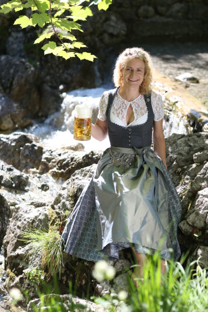BayerBierkoenigin2018-19_Johanna Seiler_Maß-7