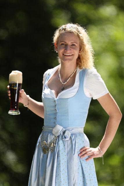 BayerBierkoenigin2018-19_Johanna Seiler_dunkles Weißbier-1