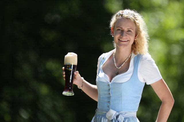 BayerBierkoenigin2018-19_Johanna Seiler_dunkles Weißbier-2